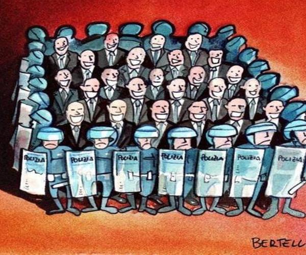 """σ.σ.netakias Το δουλεμπόριο τυπικά καταργήθηκε τον προηγούμενο αιώνα αλλά στην πραγματικότητα απλά νομιμοποιήθηκε από την νεοφιλελεύθερη δικτατορία της Ευρωπαϊκης Ενωσης. Οι σκλάβοι υπάλληλοι είναι καταδικασμένοι να φυτοζωούν με 300-400 € μέχρι να πεθάνουν. Εκατομμύρια ευρώ δαπανώνται κάθε χρόνο από τα ταμεία του κράτους για το """"νοίκιασμα"""" υπαλληλων μέσω ιδιωτικών εταιρειών. Δείτε πόσο στοιχιζει ένας εργαζόμενος ιδιωτικής ρεταιρειας που απασχολείται σε διάφορυς τομεις σε δημοσια νοσοκομεία. Στα Δημόσια Νοσοκομεία εδώ και 20 σχεδόν χρόνια, στο πλαίσιο Σύμπραξης Δημόσιου Ιδιωτικού Τομέα ( Σ.Δ.Ι.Τ.) έχουν εγκατασταθεί εργολάβοι καθαριότητας και παρέχουν υπηρεσίες με εργολαβικούς εργάτες/τριες, με επαίσχυντες αποδοχές, τη στιγμή που οι εργολάβοι εισπράττουν απ΄τα Νοσοκομεία υψηλά χρηματικά ποσά. Χαρακτηριστική η περίπτωση άλλωστε της Κωνσατντινα Κούνεβα που επιχεριησε να χτυπήσει τον τρόπο που λειτουργούν αυτές οι εταιρείες και στιγματιστηκε για όλη της τη ζωη. Ο πρόεδρος των εργαζομενων στον Ευαγγελισμό Ηλίας Σιώρας καταγγέλει: """"Στα τέλη της δεκαετίας του '90 και αρχές της επόμενης δεκαετίας οι εργολαβίες επεκτάθηκαν και σε υπηρεσίες σίτισης (τραπεζοκόμες, μάγειροι), φύλαξης (σεκιουριτάδες), στις τεχνικές υπηρεσίες (ηλεκτρολόγοι, μηχανολόγοι κ.λπ.), στα πλυντήρια, στις οικονομικές υπηρεσίες, στη μηχανογράφηση. Σκοπός των εργολαβιών – ΣΔΙΤ είναι να εδραιώσουν τη στρατηγική της Ευρωπαϊκής Ένωσης για διεύρυνση των ευέλικτων εργασιακών σχέσεων, μείωση δημοσίων υπαλλήλων, κατάργηση συλλογικών συμβάσεων, για φτηνά μεροκάματα ώστε να αυξηθούν οι παροχές προς το κεφάλαιο, εν προκειμένω στους εργολάβους"""". Χαρακτηριστικό είναι το παράδειγμα του Ευαγγελισμού: Σήμερα, υπηρετούν στο Νοσοκομείο περίπου 400 εργολαβικοί εργάτες -υπάλληλοι στους εξής τομείς: Καθαριότητα 260, τραπεζοκόμοι 63, μάγειροι 8, τεχνικοί 26, security 35 και μικρός αριθμός οικονομικών στελεχών εταιρειών καθώς και μικρός αριθμός στα πλυντήρια. Ο Ευαγγελισμός πληρώνει τους εργολαβικούς από «ίδια έσοδα» δηλαδή από """