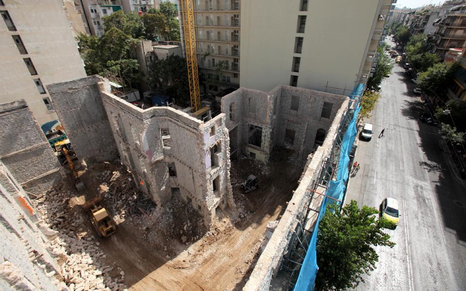 ΒΙΛΑ ΑΜΑΛΙΑΣ : Οι καταληψίες προστάτευαν το Κτήριο και ο Καμίνης το ΙΣΟΠΕΔΩΣΕ ! #Villa_Amalias