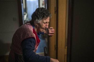 ΕΞΩΣΗ 85χρονης γεροντισσας στην Ισπανία απο τα κτήνη του Ράιχ. Τα ίδια κτήνη που αγοράζουν τα κόκκινα δανεια απο τους «επαναστάτες τραπεζιτες» του Ψυχαρη…