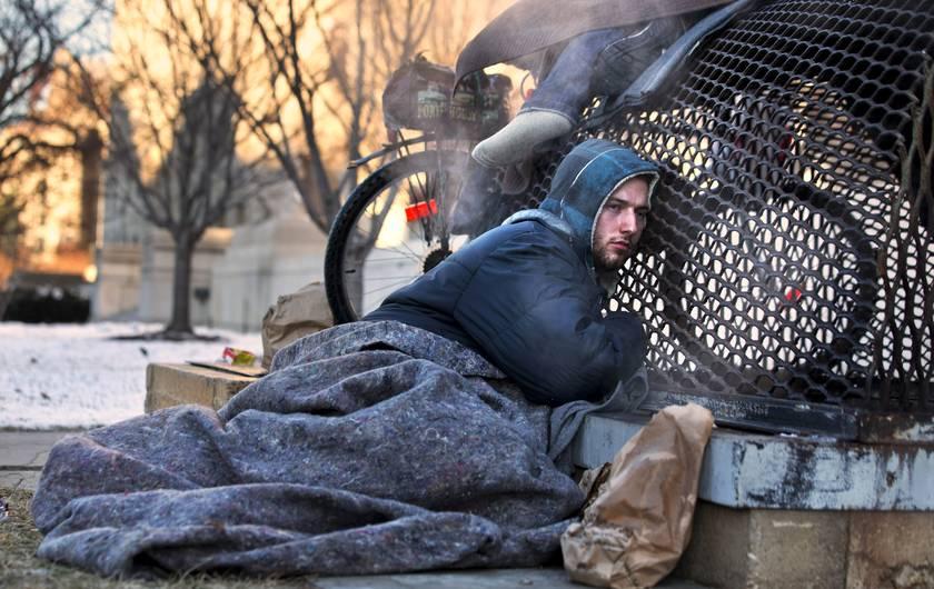 ΝΕΟΦΙΛΕΛΕΡΕΣ. Νόμος απαγορεύει την σίτιση αστέγων σε 33 πόλεις των ΗΠΑ! #Austerity #Neoliberal #Homeless