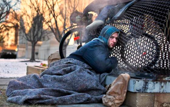 Νόμος απαγορεύει την σίτιση αστέγων σε 33 πόλεις των ΗΠΑ!