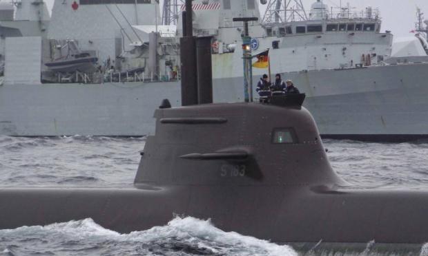 Ένα γερμανικό υποβρύχιο παίρνει μέρος σε άσκηση του ΝΑΤΟ στη Βόρεια Θάλασσα στα ανοικτά της Νορβηγίας. Η συμμαχία ανησυχεί για την κλιμακούμενη παρουσία υπερπτήσεων Ρωσικών μαχητικών πάνω από την Μαύρη, τη Βαλτική και τη Νορβηγική θάλασσα, Φωτογραφία: Reuters