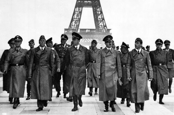 adolf-hitler.group_.paris_.1940.did-not-destroy-art-700x466