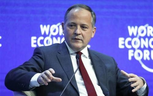 Benoît Cœuré «Το θέμα δεν είναι πλέον εάν θα αναδιαρθρωθεί το ελληνικό χρέος αλλά το πώς θα γίνει αυτό»