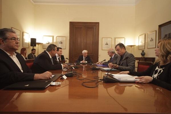 Τα δύο ηχηρά μηνύματα από την σύσκεψη των πολιτικών αρχηγών στο εξωτερικό