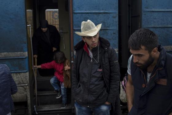 Migrants disembark from a train on arrival near the border with Serbia, at a railway station in Tabanovce, FYROM  October 15, 2015. REUTERS/Marko Djurica