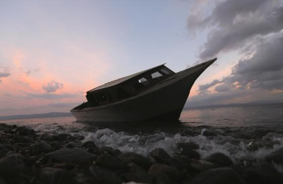 A boat used by refugees and migrants to travel across the Aegean Sea from the Turkish coast in the Greek island of Lesbos is seen at a beach November 21, 2015. REUTERS/Yannis Behrakis