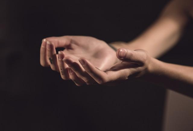 hands-Τάμι Γκεκτσιάν