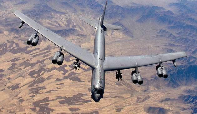 Αμερικανικό αεροσκάφος Β-52. Στη παραζάλη εκείνων των ημερών θα μπορούσε να ξεκινήσει πυρηνικό πόλεμο Αμερικανικό αεροσκάφος Β-52. Στη παραζάλη εκείνων των ημερών θα μπορούσε να ξεκινήσει πυρηνικό πόλεμο  