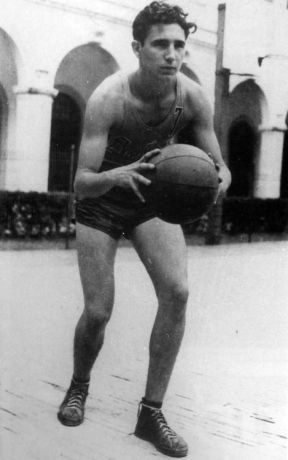 a-17-year-old-fidel-castro-plays-basketball-at-his-high-school-in-1943