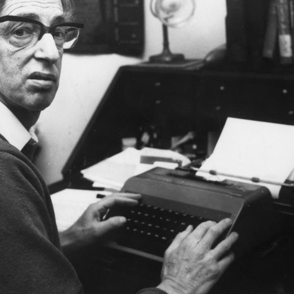 Ο βρετανός μαρξιστής ιστορικός και «τελευταίος των ρομαντικών» υπήρξε διά βίου πιστός στην κομμουνιστική υπόθεση και συγγραφέας αριστοτεχνικών μεγάλων συνθέσεων για το ευρύ κοινό
