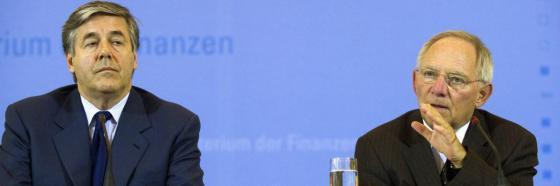 Josef Ackermann (links), Ex-Chef der Deutschen Bank, mit Finanzminister Wolfgang Schäuble (CDU)