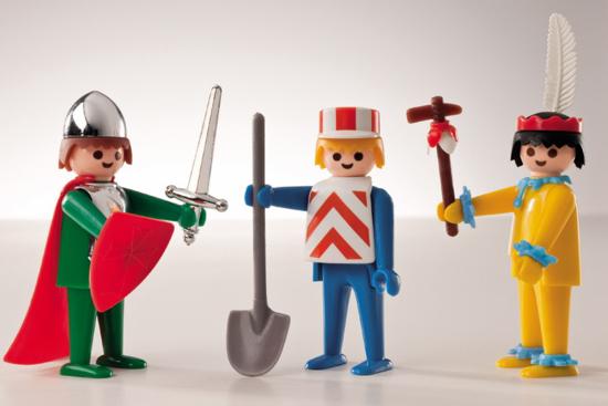 Οι τρεις πρώτες φιγούρες Playmobil -ο Ινδιάνος, ο Ιππότης και ο Εργάτης- κυκλοφόρησαν το 1974 κι έγιναν ανάρπαστεςα