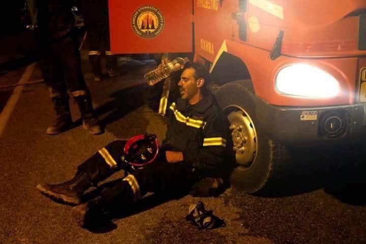 ΑΘΛΙΑ ΕΠΙΘΕΣΗ του Αδωνι στους Ηρωες Πυροσβεστες