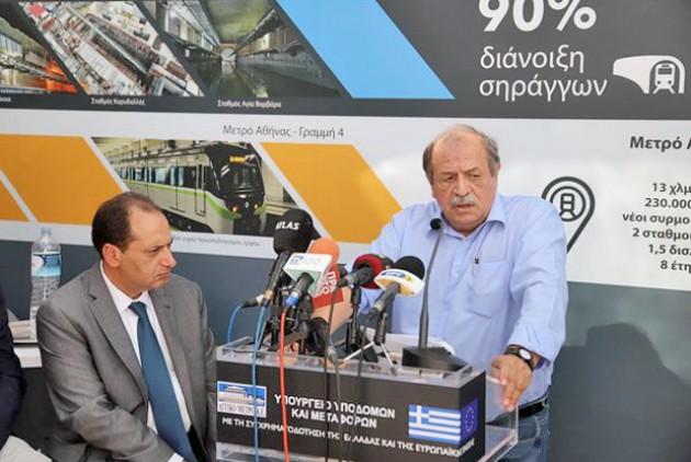 Ο Χρήστος Σπίρτζης και ο Στέλιος Παππάς (δεξιά), μαζί με τον Γιάννη Μυλόπουλο και τον Κώστα Αμπατζά παρουσίασαν στοιχεία για την κατάσταση που παρέλαβαν στον ΟΑΣΘ, το Μετρό και τον ΟΣΕΘ αντίστοιχα, αυτά που έκαναν μέχρι σήμερα και όσα σχεδιάζουν | ΜΟΤΙΟΝΤΕΑΜ / ΒΕΡΒΕΡΙΔΗΣ ΒΑΣΙΛΗΣ
