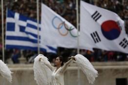 Λαμπρή τελετή παράδοσης της Ολυμπιακής Φλόγας στη Νότια Κορέα παρουσία του Προέδρου της Δημοκρατιας