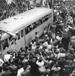 Σαν σήμερα 12 Οκτωβρίου 1944 απελευθερώθηκε η Αθήνα από τους Γερμανούς ΝΑΖΙ apeleftherosi_1944-11 (2)