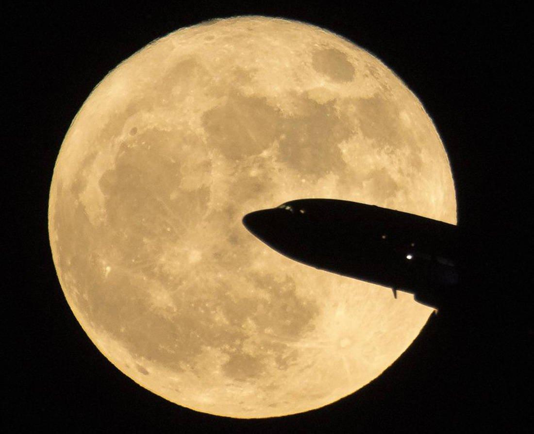 Η Υπέρ-Σελήνη όπως καταγράφηκε από το Διεθνές Αεροδρόμιο της Ουάσιγκτον - Δεκέμβριος