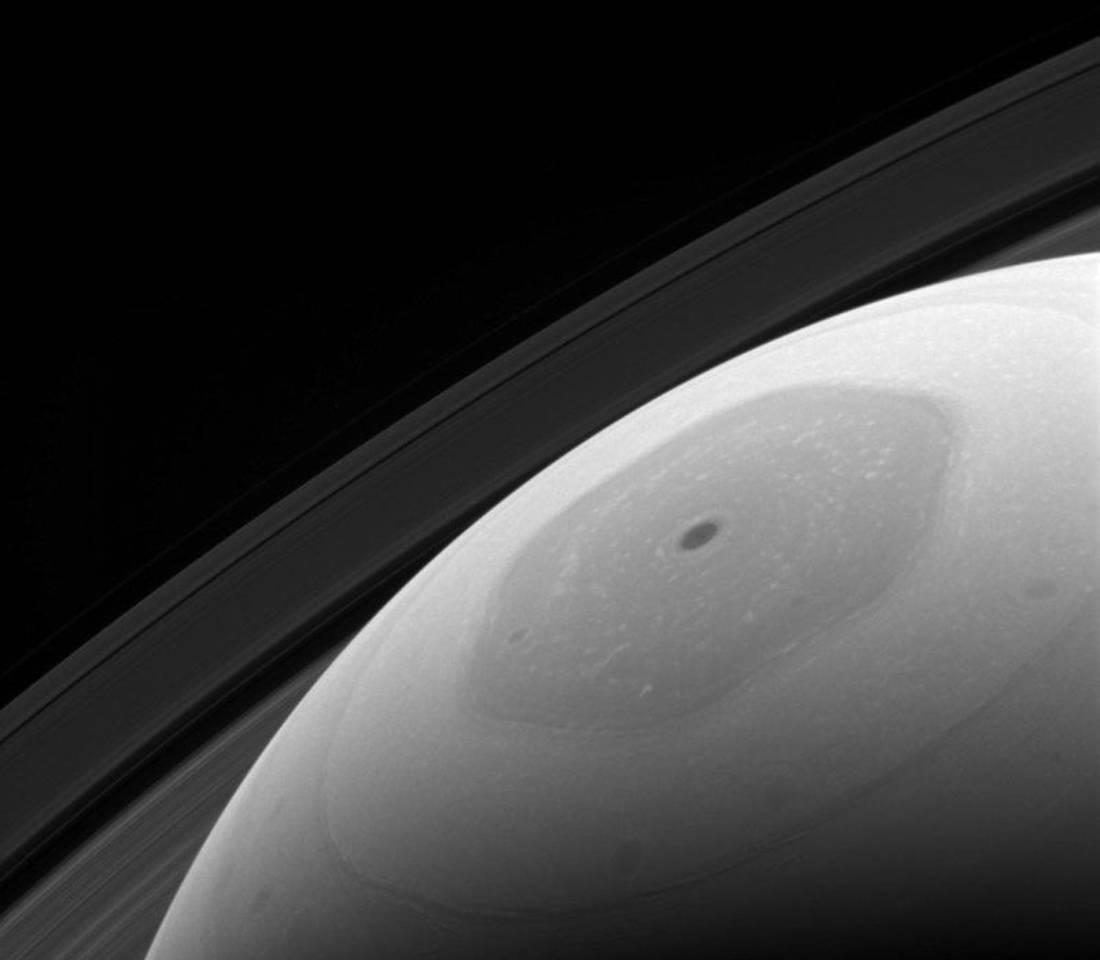 Ο εξάγωνος βόρειος πόλος του Κρόνου συλλαμβάνεται από το Cassini - Ιανουάριος
