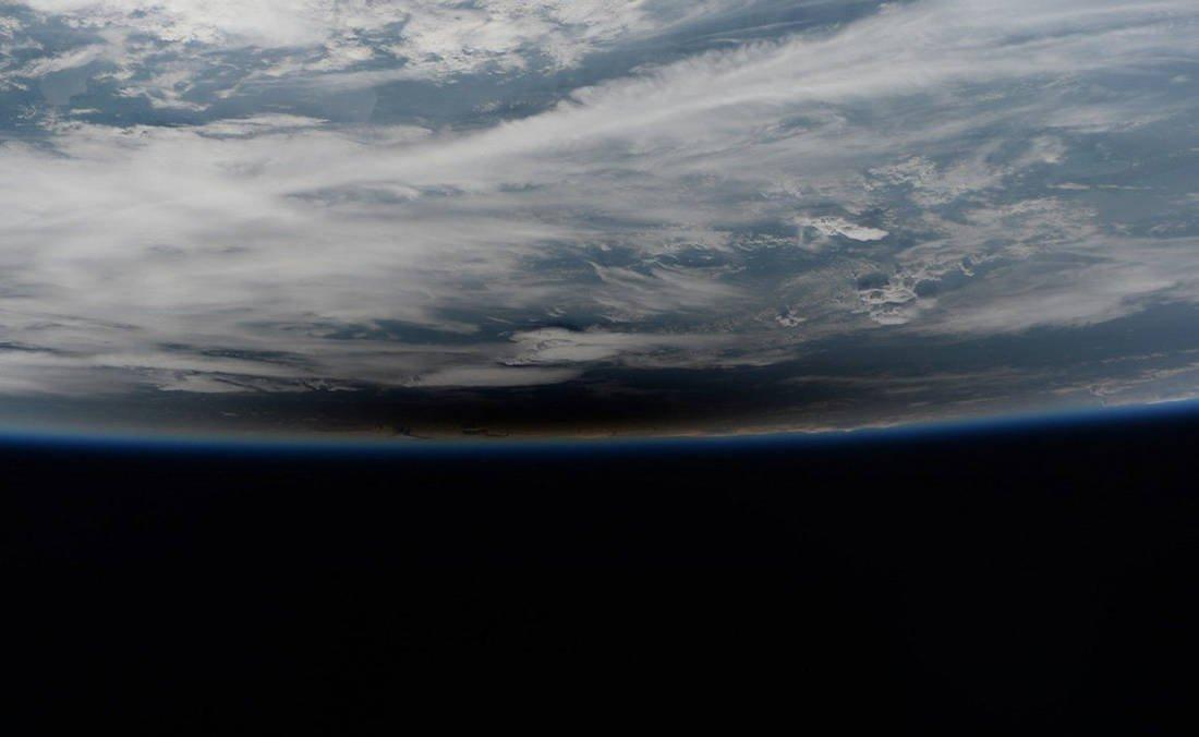 Η σκιά της Σελήνης στη Γη κατά την ηλιακή έκλειψη - Αύγουστος