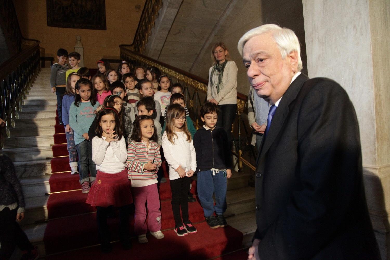 Προκόπης Παυλόπουλος: Κάθε κυνηγημένο παιδί έχει μια πατρίδα και μια αγκαλιά. Την Ελλάδα και τους Έλληνες.