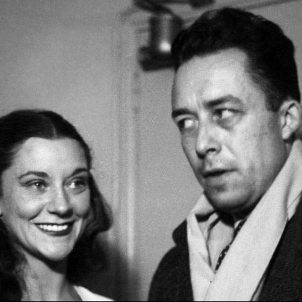 Μαρία Καζαρές και Αλμπέρ Καμύ. Οι δύο παράνομοι εραστές την εποχή που ζούσαν το πάθος τους.