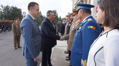 Επίσημη υποδοχή του ΥΕΘΑ @PanosKammenos από τον ΥΠΑΜ Ρουμανίας Mihai-Viorel Fifor στο Υπουργείο Άμυνας στο Βουκουρέσ
