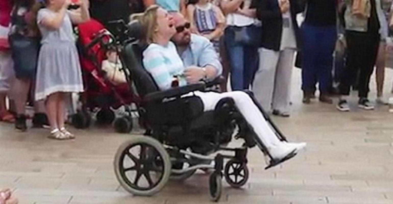 Χάρισε στην ανάπηρη σύζυγο του το πιο όμορφο δώρο για την επέτειο του γάμου τους [video]