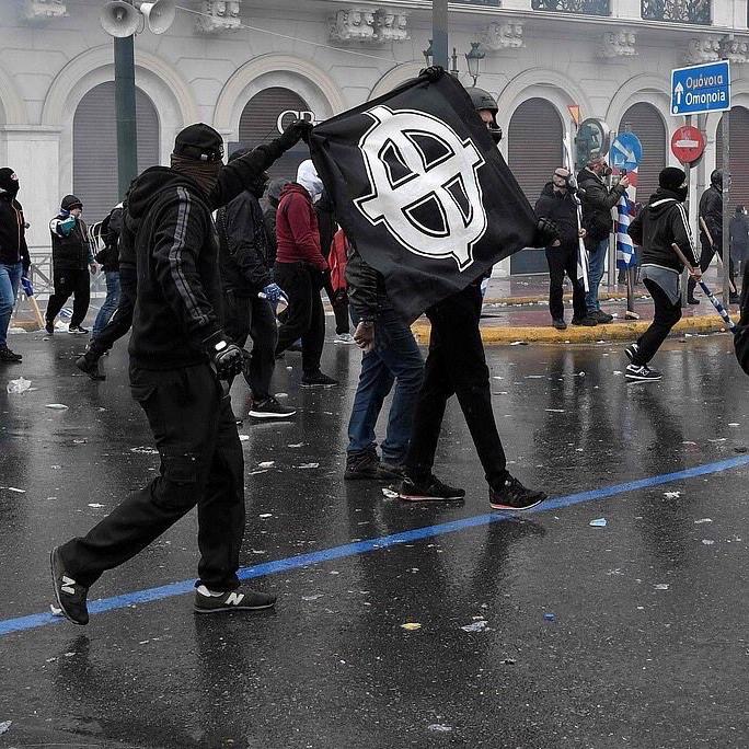 ΤΑ ΝΕΑ ΔΕΝ δικαιούνται να ομιλούν Το 2011 που ζήσαμε πραγματικό πολέμο από τις δυνάμεις του ΔΝΤ, η εφημερίδα είχε πρωτοσέλιδο «ΑΝΑΚΟΥΦΙΣΗ» και ο Ψυχάρης κοστολογούσε την ψήφο των βουλευτών σε €! «Ουτε σε πόλεμο» είναι ο τίτλος του ντοκυμαντέρ απο το 2011 https://www.youtube.com/watch?v=FZyg2g6mHQg https://www.twitter.com/avgerinosx/status/1087235071029977088?s=21