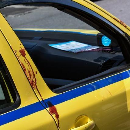 Τραγωδία στο Ελληνικό-Οργή για τον ταξιτζή που πέταξε έξω την αιμόφυρτη 50χρονη για να μην του λερώσει τα καθίσματα! [BINTEO]