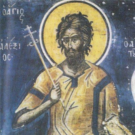 """""""Ο άνθρωπος του Θεού"""" ο απίστευτος Βίος του Όσιου Αλέξιου https://youtu.be/lsoC-td3l9M ΟΛΟ ΤΟ ΡΕΠΟΡΤΑΖ ΕΔΩ: https://tinyurl.com/click-more-news Ο όσιος Αλέξιος γεννήθηκε στην Ρώμη την εποχή του αυτοκράτορα Αρκαδίου (395-408). Οι γονείς του, ο ευλαβής συγκλητικός Ευφημιανός και η Αγλαΐα, ήσαν επί πολλά χρόνια άτεκνοι. Ο Αλέξιος έλαβε λαμπρή μόρφωση και όταν ενηλικιώθηκε, οι γονείς του προετοίμασαν τα του γάμου του με μια νεαρή κόρη εκλεκτής οικογένειας της αριστοκρατίας της Ρώμης. Όμως την ίδια την νύκτα του γάμου τους ο Αλέξιος, ο οποίος ποθούσε την αγία και τέλεια παρθενία, ψιθύρισε κάτι στο αυτί της συζύγου και αφού της παρέδωσε το δαχτυλίδι του, έφυγε κρυφά. Εμπιστευόμενος την θεία Πρόνοια, επιβιβάστηκε σε πλοίο και έφθασε στην Λαοδίκεια της Συρίας και από εκεί ακολούθησε ένα καραβάνι εμπόρων που κατευθυνόταν στην Έδεσσα. alexios2 Εκεί σταμάτησε σε έναν ναό αφιερωμένο στην Θεοτόκο και παρέμεινε στον νάρθηκα δεκαεπτά χρόνια, ντυμένος με κουρέλια και συντηρούμενος από τις ελεημοσύνες των πιστών που έρχονταν στο ναό να προσευχηθούν. Στο μεταξύ ο πατέρας του είχε στείλει υπηρέτες προς κάθε κατεύθυνση για να τον βρουν, ενώ η μητέρα του φόρεσε τρίχινο ένδυμα και θρηνούσε απαρηγόρητη, η δε νύφη, με την αγάπη που δείχνει η τρυγόνα για το ταίρι της, ανυπομονούσε να έχει κάποια είδηση. Κάποιοι από τους απεσταλμένους του Ευφημιανού έφθασαν στην Έδεσσα και έδωσαν ελεημοσύνη στον Αλέξιο, χωρίς διόλου να υποπτευθούν βέβαια ότι επρόκειτο για τον κύριό τους· τόσο πολύ είχε παραμορφωθεί από την άσκηση και την σκληραγωγία που επέβαλε στο σώμα του ευχαρίστως για την αγάπη του Θεού. Μετά από πολλά χρόνια αγώνων εν τω κρυπτώ, η Παναγία εμφανίσθηκε στον νεωκόρο της εκκλησίας λέγοντάς του να επιτρέψει την είσοδο στον άνθρωπο του Θεού. Βλέποντας ότι τον αντιλήφθηκαν και επρόκειτο να τον περιβάλουν με τιμές, ο Αλέξιος ανεχώρησε και πάλι παίρνοντας το πλοίο για την Ταρσό. Οι αντίθετοι άνεμοι όμως, ή μάλλον η θεία Πρόνοια, ώθησαν το πλοίο στο λιμάνι της Ρώμης. Ο άγιος υποτάχθηκε σε αυτό το"""