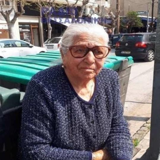 «Δεν θα ξαναβγώ να πουλήσω τα παντοφλάκια» λέει τρομοκρατημένη η 90χρονη (Να κάνεις δουλειές με την #Novartis να μην σε πειράζει κανείς)