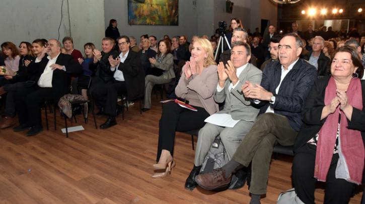 Ρένα Δούρου Αθόρυβα και δυνατά να δώσουμε τις απαντήσεις και να πάμε μαζί για την επόμενη θητεία στην Αττική. @renadourou