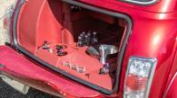 θα δημοπρατηθεί στο Silverstone στις 11 Μαίου. Όπως βλέπουμε και στις φωτογραφίες, το μοντέλο βρίσκεται σε εξαιρετική κατάσταση από πλευράς αμαξώματος αλλά και μηχανικών μερών, με τον τετρακύλινδρο κινητήρα 1275 cc να έχει διανύσει μόλις 26.000 km. Ο Jay Kay, τραγουδιστής των Jamiroquai, είναι γνωστός μεταξύ άλλων και για την εντυπωσιακή συλλογή του από αυτοκίνητα. Μεταξύ των μοντέλων που έχουν περάσει από την κατοχή του βρίσκουμε υπεραυτοκίνητα όπως οι La Ferrari, Enzo Ferrari, McLaren 675LT, Lamborghini Diablo SE 30 Jota, Ferrari 550 Maranello αλλά και σπάνια ιστορικά μοντέλα όπως οι Aston Martin DB6 Mark 1 Volante, Lamborghini Miura, Ferrari Vignale 330 GT, Porsche 911 2.7 RS, Mercedes-Benz 300SL Roadster, Maserati A6G/54 Frua Berlinetta, BMW 2002 Bauer Cabriolet κ.α.