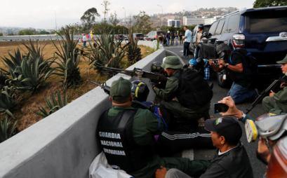 ΣΟΚΑΡΙΣΤΙΚΟ ΒΙΝΤΕΟ-Τεθωρακισμένο όχημα πέφτει πάνω στο πλήθος στην #Βενεζούελα #Πραξικόπημα venezuela_epeisodia_3004_1-768x501 (8)