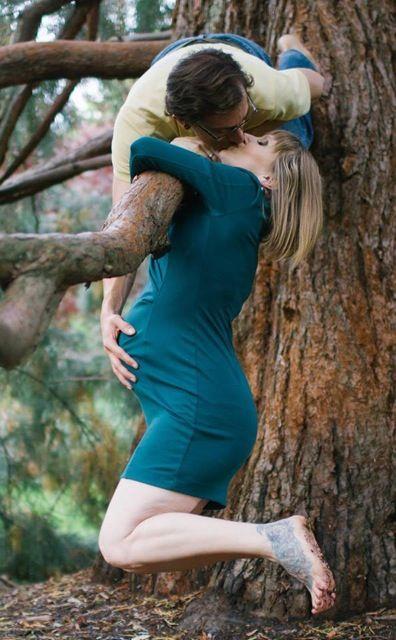 family-kiss-tree