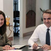 Καταρρέει η κυβέρνηση Μητσοτακη πριν προλάβει να πάρει ψηφο εμπιστοσύνης από τη Βουλή.