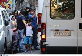 Greek armed Police arresting women with kids and infants @Amnesty @guardian @paulmasonnews @bbc @CNNi @NYTimes @WashingtonPost @VP @statedeptspox @CBS @NBC @ABC @CNBC @Reuters @ReutersWorld @AP @DerSPIEGEL @BILD @ze (