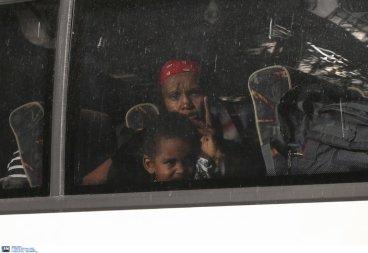 Greek armed Police arresting women with kids and infants @Amnesty @guardian @paulmasonnews @bbc @CNNi @NYTimes @WashingtonPost @VP @statedeptspox @CBS @NBC @ABC @CNBC @Reuters @ReutersWorld @AP @DerSPIEGEL @BILD @ze (1)