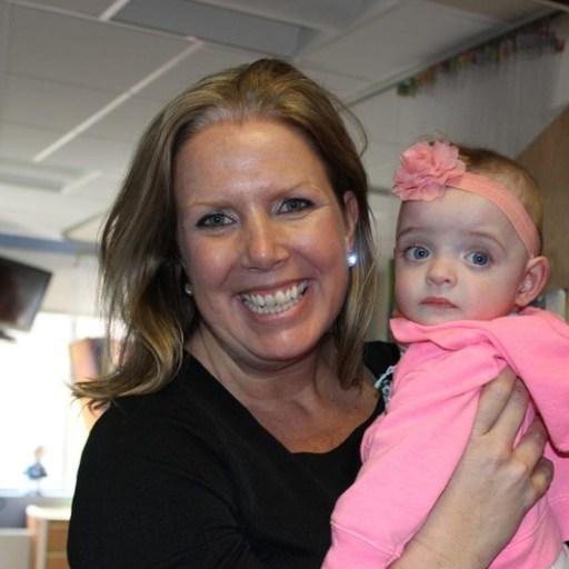 Νοσηλεύτρια υιοθέτησε κοριτσάκι που αγάπησε στο νοσοκομείο - Δεν το επισκεπτόταν κανείς