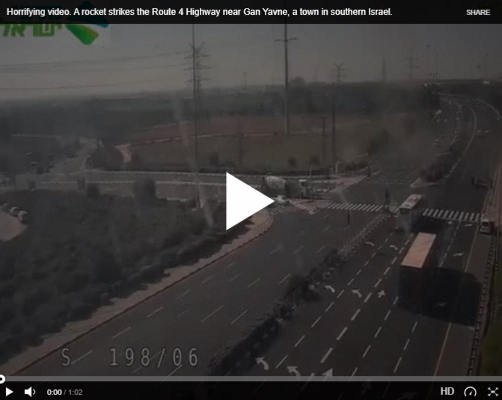 🇮🇱 [ΣΚΛΗΡΟ ΒΙΝΤΕΟ] Ρουκέτα χτυπάει Εθνική Οδό στο Ισραήλ
