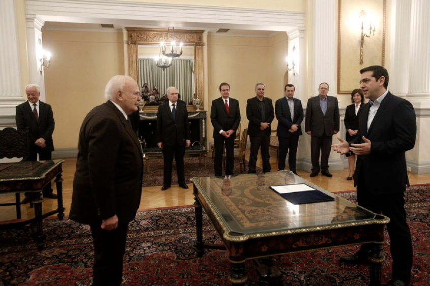 Ο πρόεδρος του ΣΥΡΙΖΑ, Αλέξης Τσίπρας, ορκίζεται με πολιτικό όρκο ενώπιον του Προέδρου της Δημοκρατίας, Κάρολου Παπούλια, στην Αθήνα, τη Δευτέρα 26 Ιανουαρίου 2015. Α