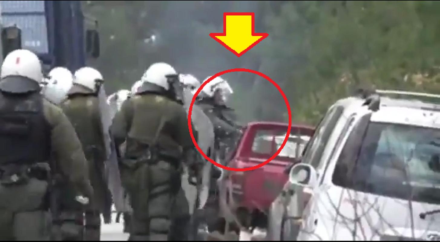 ΝΤΟΚΟΥΜΕΝΤΟ – Αστυνομικοί υπό τις διαταγές του Χρυσοχοΐδη σπάνε παρμπριζ αυτοκινήτων [ΒΙΝΤΕΟ] #Λεσβος #Χιος #ΜΑΤ