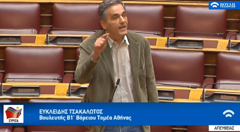 """Ο Τσακαλώτος κάνει ΡΟΜΠΑ τον Σταϊκούρα: """"Δεν ντρέπεστε είστε πανεπιστημιακός και λέτε ψέμματα για QΕ όταν αφήσατε 200εκ στα Ταμεία το 2015"""" @tsakalotos @cstaikouras"""