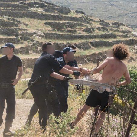 Σοκαριστική βία κατά πολιτών, που παλεύουν να σώσουν το νησί τους από την καταστροφή. Με τις ευλογίες υπουργών η καταστροφή περιβάλλοντος και η καταστολή.