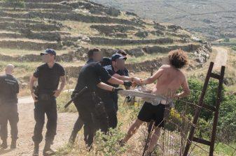 Σοκαριστική βία κατά πολιτών, που παλεύουν να σώσουν το νησί τους από την καταστροφή. Με τις ευλογίες υπουργών η καταστροφή περιβάλλοντος και η καταστολή (1)