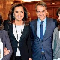 Χρυσές δουλείες για την αδελφή του Πρωθυπουργού και τον Γεραπετρίτη όσο Έλληνα περιμένεις τα 534 ευρώ