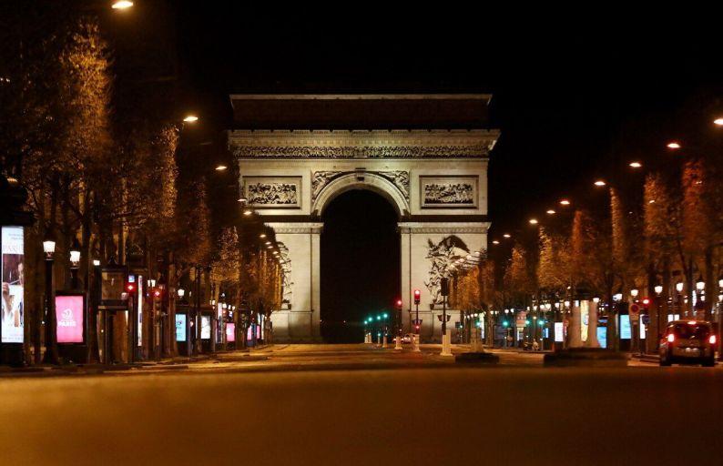 les Champs-Elysées Dernières soirées avant le confinement à Paris
