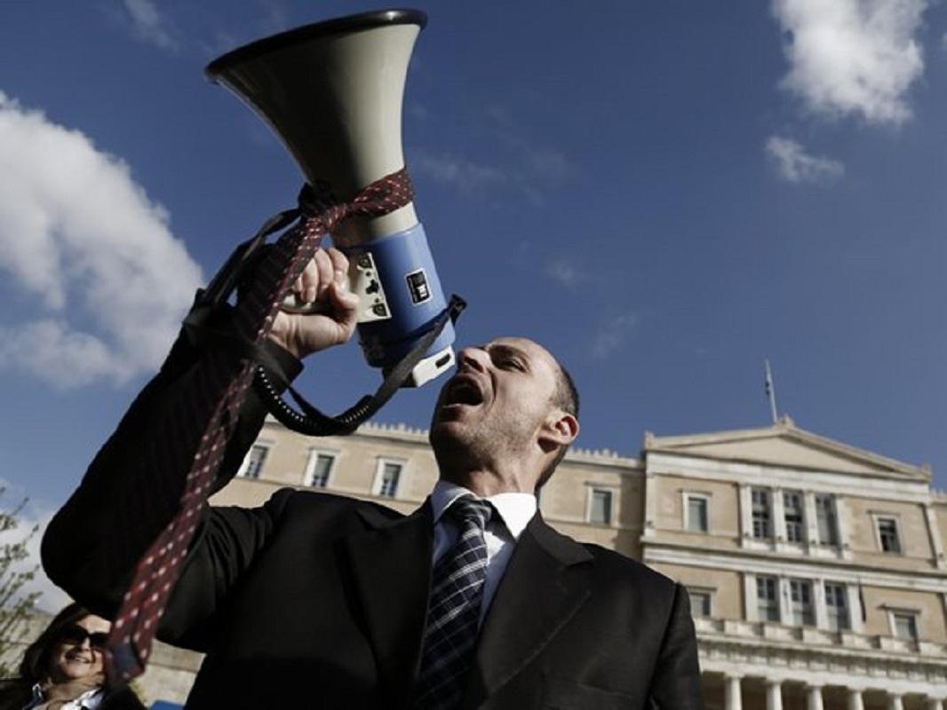 """""""Το κίνημα της γραβάτας θα ξαναβγεί στον δρόμο"""" Δημήτρης Βερβεσός για το επίδομα 400 ευρώ (Βίντεο)"""