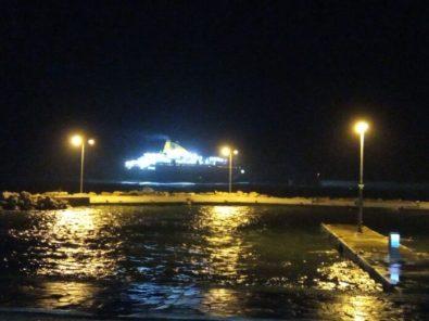 Πρόσκρουση του Νήσος Μύκονος στο λιμάνι του Αγίου Κηρύκου (4)